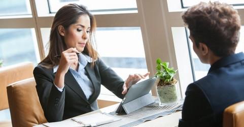 mujer entrevista de trabajo